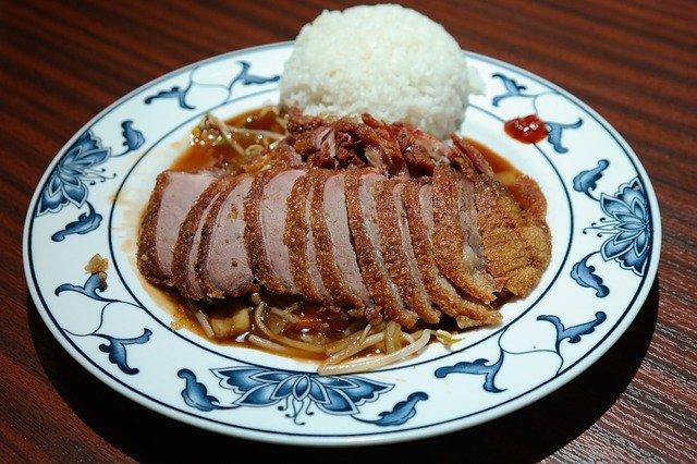 少ないご飯と多くの肉